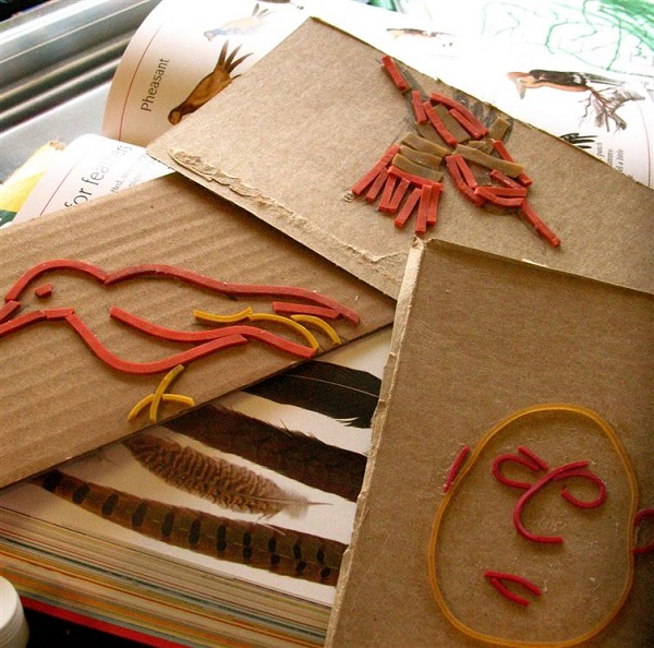 Repurpose-your-rubber-bands-as-decorative-stamps
