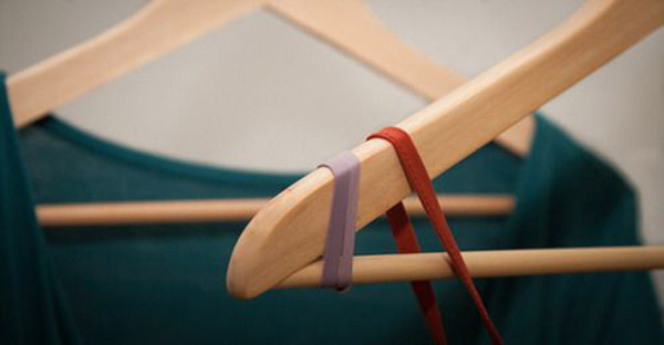 attach-rubber-bands-to-hanger-ends